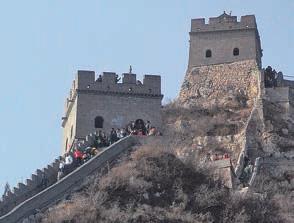 Der steile Anstieg beim Mauer abschnitt Badaling erfordert eine gute Kondition, wenn man auch die Wehrtürme erklimmen möchte.