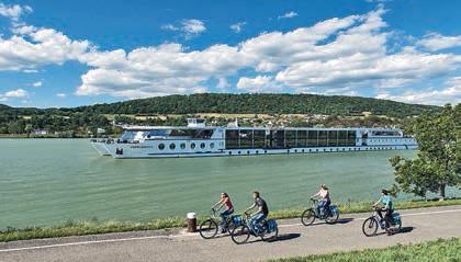 Entspannt radeln oder auf dem Sonnendeck relaxen – Kreuzfahrturlauber haben die Wahl. Fotos: Donau Touristik/Zupanc